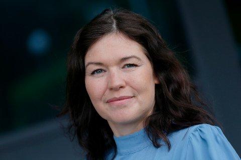 GÅR ETTER PLANEN: - Nå som vi er i gang med vaksineringen er det lettere å se en målstrek, selv om det ennå er noen motbakker igjen, sier kommuneoverlege Katrine Marie Haga Nesse i Karmøy kommune.