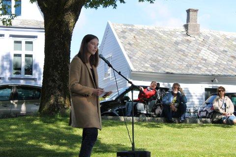 PREGA: 16 år gamle Guro Kallevik Leite er styremedlem i AUF Haugalandet. Ho heldt tale under markeringa.