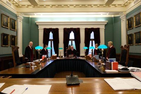 FRIFUNNET En rettskraftig dom har frifunnet en mann fra Haugalandet for anklager om incest. Her fra behandlingen i Høyesterett. Foto: Øystein Helmikstøl