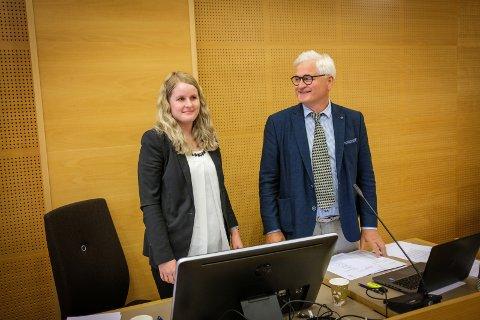 Advokatene Caroline Bjånes  og Kåre Vierdal representerer grunneierne som krever stans i anleggsarbeidet ved Tysvær Vindpark.