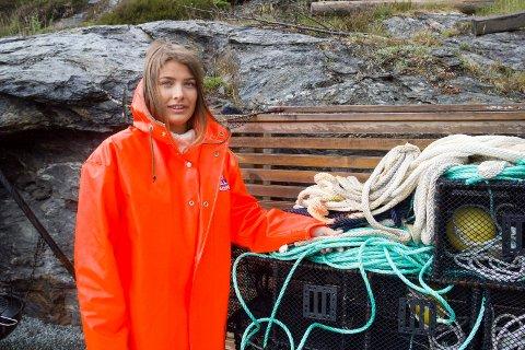 SOMMERJOBBEN: - Jeg har en kvote på 3.300 leppefisk og kan fiske for 50.000 kroner, sier bømlojenta Madeleine Eidesvik (18).
