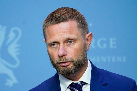 Helse- og omsorgsminister Bent Høie under regjeringens pressekonferanse om koronasituasjonen fredag.