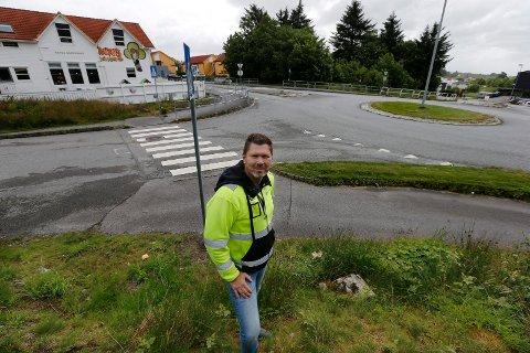 Haugesund kommune skal bedre sikkerheten ved Skåredalen skole. Avdelingsleder ved teknisk enhet vei Kjetil Lindanger står i spissen av prosjektet.