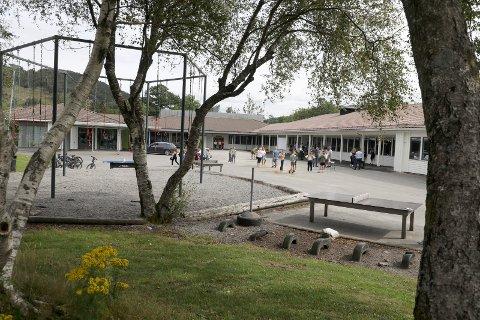 NESTEN SOM NY: 1. mars 2018 brant Skjold skule ned. En del av skolen ble rehabilitert og skolen fikk et nybygg. Ett år etter gjenåpningen skal skolen skifte rektor.