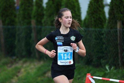 STERKT HIL-KORT: Tysvær-jenta Hedda Børø Opsøen skal løpe tre distanser under UM i helgen.