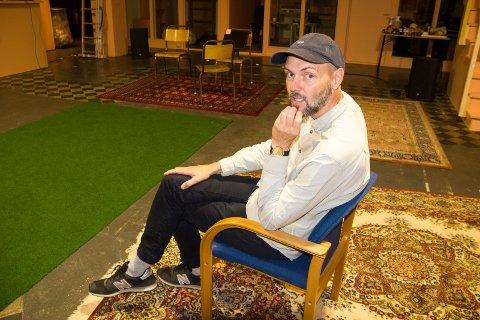 HAUT SCENE: - Vi lager totalteater på Haut Scene der vi bruker hele rommet, og det skjer noe hele tiden rundt publikum, sier kamrøybuen Leiv Arne Kjøllmoen.