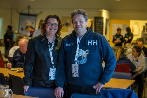 HOCKEYKRISE: Haugesund Seagulls sliter med økonomien. Nå ber styreleder Anna Dahlqvist (t.v.), her sammen med Henning Haaland, om hjelp.