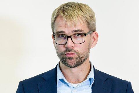 Byrådsleder Roger Valhammer i Bergen på lørdagens pressekonferanse. Foto: Marit Hommedal / NTB scanpix