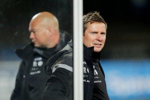 Bekkestua 20200912.  Haugesunds trener Jostein Grindhaug (t.h.) på Nadderud stadion. Foto: Berit Roald / NTB scanpix