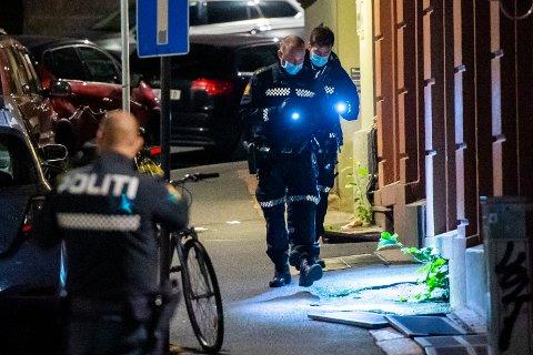 Person knivstukket i Oslo. En bil skal ha kjørt fra stedet. Foto: Fredrik Varfjell / NTB scanpix