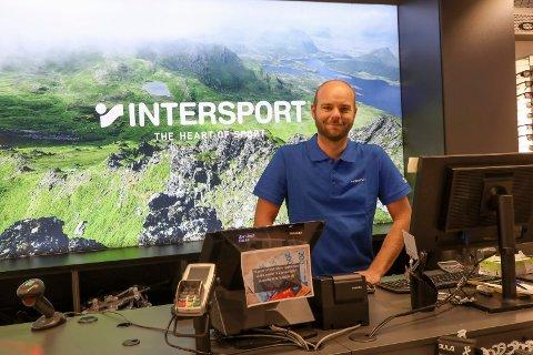 PÅ JOBB: Butikksjef på Intersport Amanda, Kristoffer Støle.
