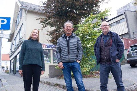 EDDA: Kinosjef Marit Sætre Færevåg, styreleder Tønnes Tønnesen og daglig leder Atle Myklebust i Haugesund kultureiendom må vente enda lenger på nytt kinobygg.