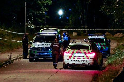 KNIVSTIKKING: Politiet søker etter gjerningspersoner etter at en mann i 30-årene er skutt og skadet på åpen gate i Bredtvetveien i Groruddalen nordøst i Oslo.