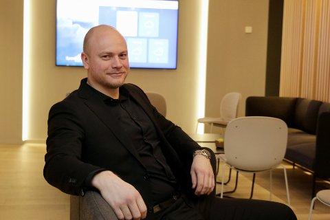 102 SALG: Eiendomsmeglerfullmektig Lars Erik Sørgård i EiendomsMegler 1 hadde et mål om å selge 90 boliger i 2020. Fasiten endte til slutt på 102.