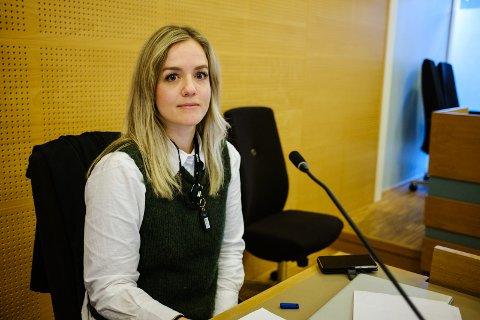 Politiadvokat Else Saltveit Lokna ber om fengselsstraff for de tre tiltalte.