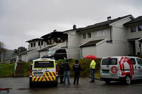 BRANN: Tre boenheter ble skadet i brannen i Hjortestien på Bleikemyr. Brannen startet like før midnatt fredag 15. oktober.