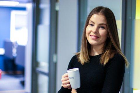 FERSK I JOBBEN: Jenny Henriksen Leite fikk jobben som prosjektleder hos Omega Design i desember i fjor.