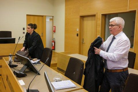 Elden-advokatene Linda Eide og Thomas Randby er forsvarere for mannen som er tiltalt for landsomfattende juks med teoriprøver for førerkort.