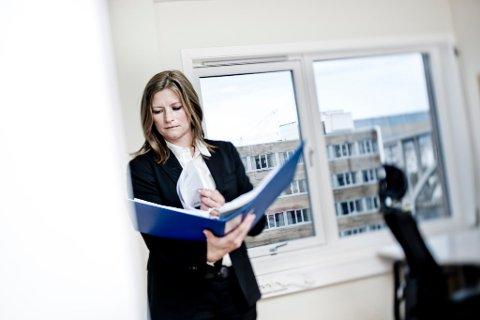 BOSTYRER: Advokat Lise M. Østensjø Waage i Advokatfirmaet Eurojuris Haugesund forteller at motorhavarier og reperasjoner gjorde at selskapene aldri oppnådde nok inntekter til å dekke sine kostnader.