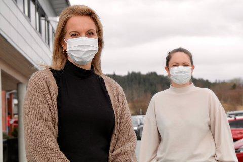 KOMMUNENS DETEKTIVER: Lisbeth Brakestad Gjil (42) og May Britt Eikeskog (39) er begge helsesykepleiere og jobber i smittesporingsteamet til Haugesund kommune.