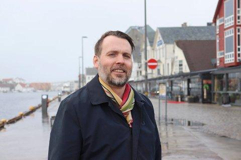 TILBAKE I HAUGESUND: Arne Vestbø har lært mye om hjembyen mens han har arbeidet med biografien om Hanna Brummenæs og Bertha Torgersen.