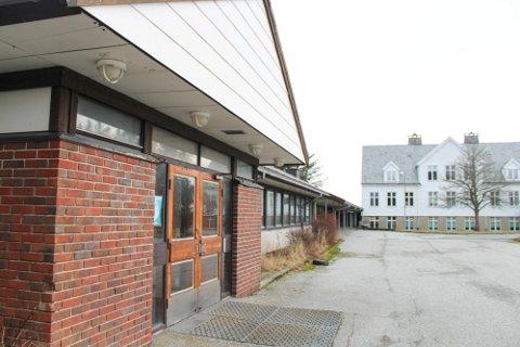 FÅR KJØPE: I 2019 flyttet Haugesund International School fra Rossabø i Haugesund til landlige omgivelser på Håland. Nå er det klart at de blir værende på Karmøy.
