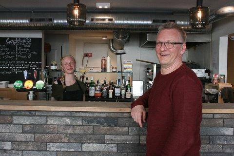 PLAN B: May-Linn Mølstre er daglig leder ved Plan B på Haugå. Per Andree Øritzland er eier av restauranten.