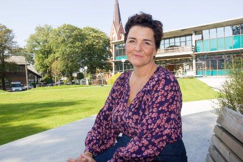 FØRSTE OG SISTE: - Den første og eneste Litterær Salong i år går torsdag 20. mai på Haugesund folkebibliotek, sier forfatter Siri M. Kvamme.