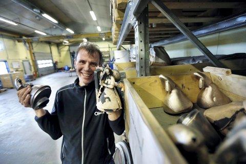 TOK GREP: Kjell Sternhoff hos Olaussens Metall gjorde stas på de ansatte.