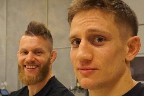 SKADD: Geir Kåre Nyland (t.h.) skadet seg stygt da han stupte på Sørenga i helgen. Nå har Emil Meek (t.v.) startet innsamlingsaksjon for å hjelpe kompisen
