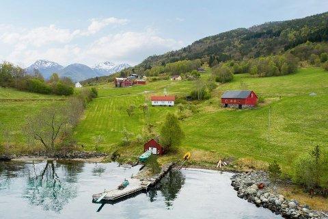 Eide Fjordbruk er ny eigar av småbruket som fekk mykje merksemd etter at det blei lagt ut for sal.