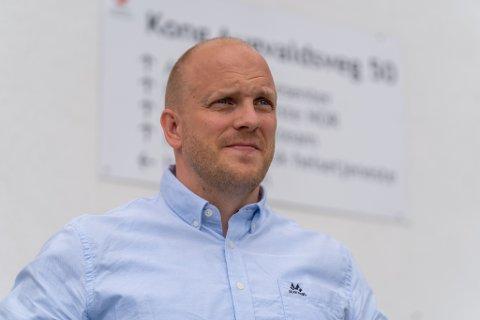 FRUSTRERENDE: Tore Skeie fra Karmøy kommune sier det har vært krevende, men at en ser en løsning i enden av tunnelen.
