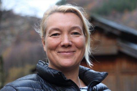 NY REISELIVSINVESTERING: Jeanette Schlage fortel at ho og mannen aldri kunne ha kjøpt Sauda Fjord Camping aleine, men at det blei muleg då eit eit vennepar var interesserte i å vera med.