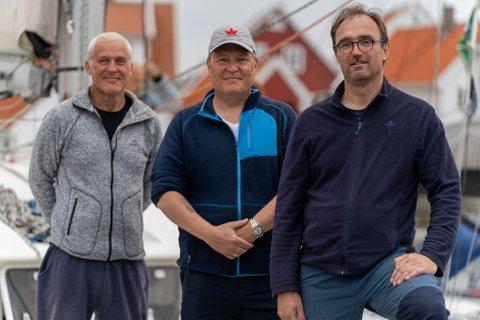 VIKTIG: Helge Iversen, Stacy Ferkingstad og Øyvind Misje mener det er viktig å ikke glemme innsatsen krigsseilerne gjorde under krigen.