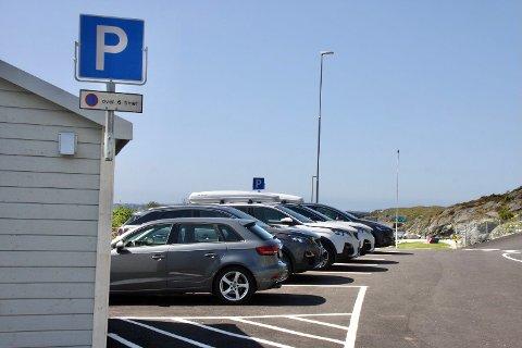 SKILTET: Nå kan du parkere bilen i seks timer ved Kvalviks.