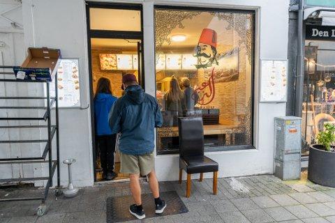 POPULÆR: Alzaiem i Haraldsgata har fått mye besøk etter kebabtestene.