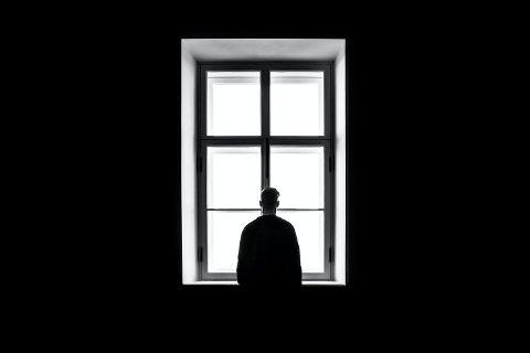 PÅ SØKEN: Johannes søkte til rusen i tenårene da hverdagen ble for mørk og vanskelig å takle. Dette er et illustrasjonsbilde.