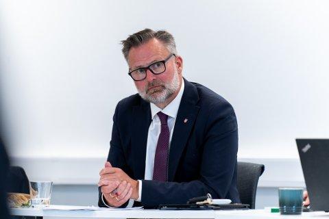ADVARER: Ordfører Jarle Nilsen i Karmøy.
