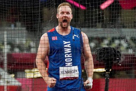 SENSASJON: Eivind Henriksen satte norsk rekord tre ganger i løpet av finalen i slegge.