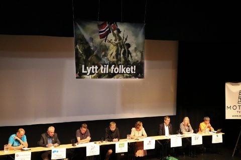 MØTE: F.v. Terje Halleland (Frp), Modolf Haraldseid (H), Alf Magne Grindhaug (KrF), Nils Wergeland Krog (MDG), Naomi Wessel (Rødt), Tor Inge Eidesen (Sp), Alice Botnen Akselsen (SV), May Britt Vihovde (V).