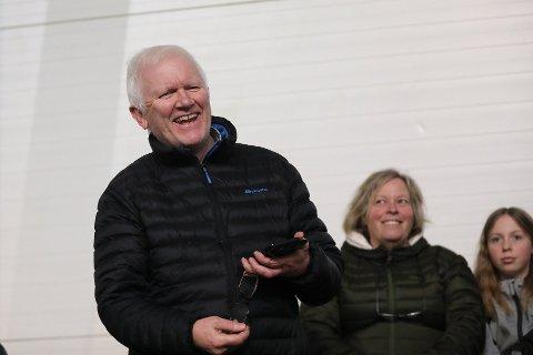 AGENT: Bent Arild Raknes ser mye fotball på Haugalandet. Og har meninger om det som foregår både på og utenfor banen. Her er han på kamp i Storhall Karmøy.