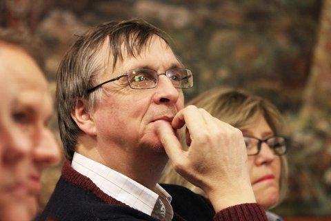 Bedrifter i Lurøy har hyret fylkets idligere samferdselssjef Steinar Sæterdal til å vurdere forslaget til nytt samferdselskart.
