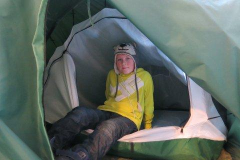 Konrad Albrigtsen Kvale (12) fra Herøy har sovet i telt hver natt i over et halvt år.