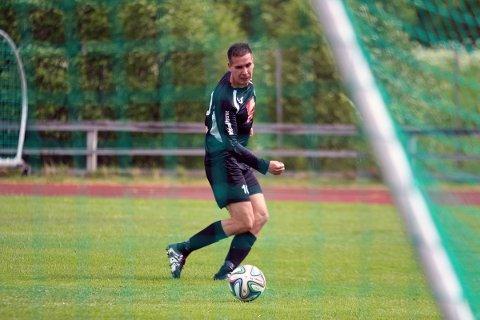 Martin Abelsen åpnet ballen da Radaasen knuste Innstranden2 med 6-0. Her setter han inn et mål som blir annulert.