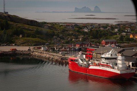 """Dåp av Nova Seas nye brønnbåt,  """"Steinar Olaisen"""", på Lovund."""
