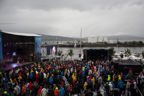 Kari Bremnes på scenen under Havnafestivalen