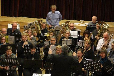 Helgelandskysten ga i dag sin femte og - ifølge dirigent Sten Tetlie - beste konsert. Stedet var UL Nybrot.
