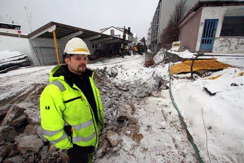 Trond Aleksandersen og Alsten Maskinstasjon graver i Tårekanalen.