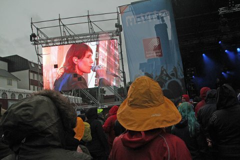 Kari Bremnes kommer til Træna. Her fra Havnafestivalen.