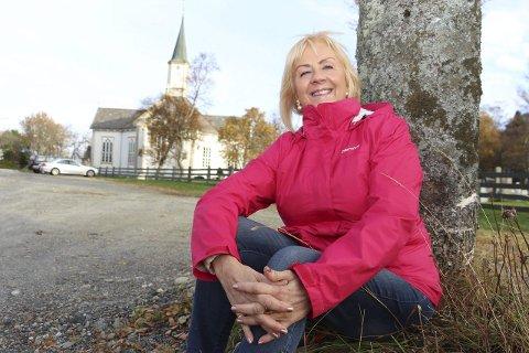 Tilbake: Forfatter Liv Janne Otervik Vollan på hjemlige trakter i Kirkeveien i Sandnessjøen. Foto: Jarl G. Sandholm